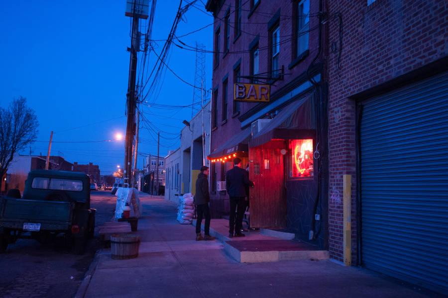 Sunnys-Bar-Red-Hook-Brooklyn-NYC-photo-Julienne-Schaer