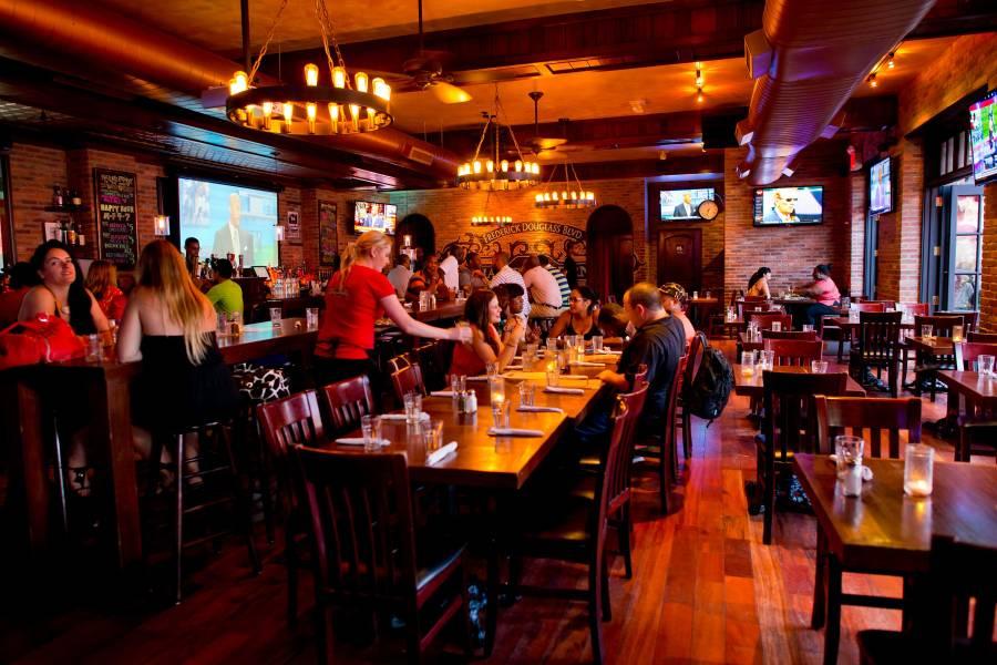 Harlem Tavern, interior