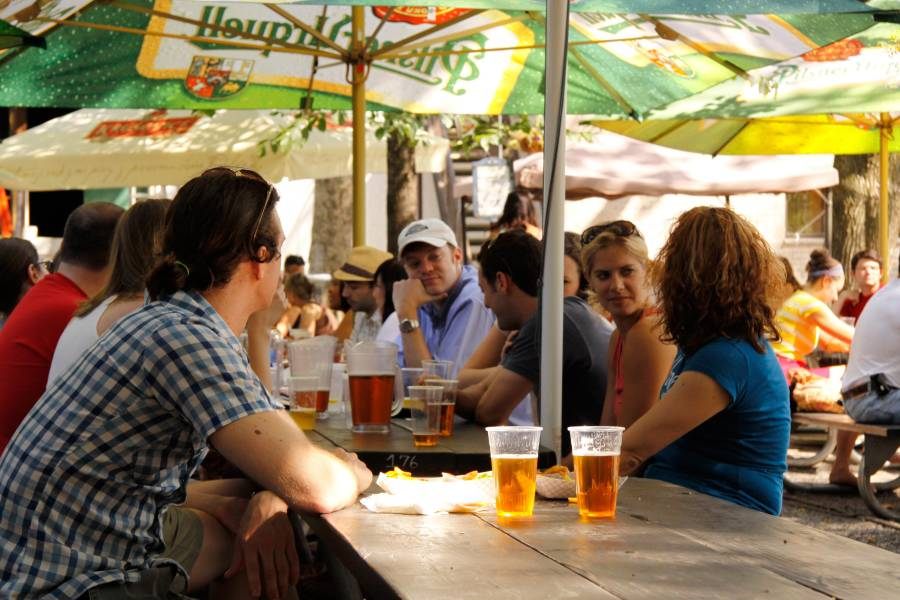Beer Gardens In Nyc Best Beer And Cider In New York City