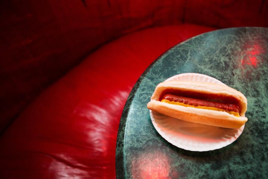 Rudy's bar, hot dog interior