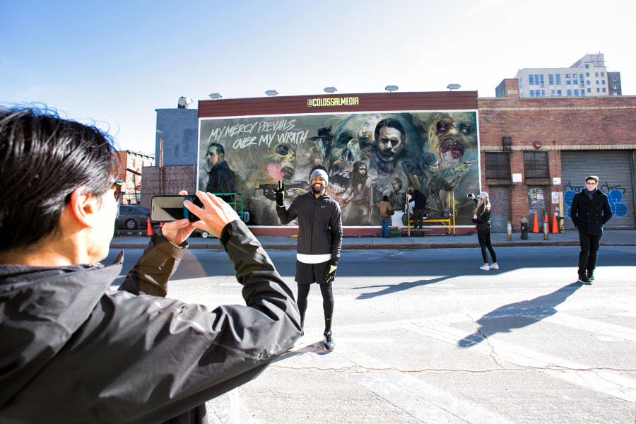 Colossal media, mural